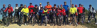 Los j�venes conocen el municipio en mountain bike