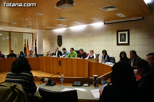 """The plenary agreed to call one of the places in the neighborhood Triptolemos as """"La Plaza del Maestro"""" in tribute to the work of teachers in Totana"""