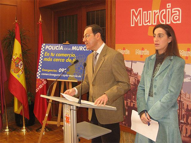 El Alcalde presenta una campaña diseñada para incrementar la seguridad en los comercios de barrios y pedanías - 1, Foto 1