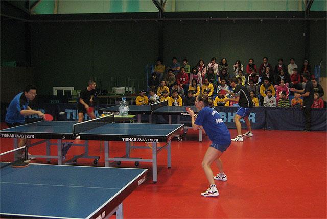 Tenis de mesa y fútbol de élite para los escolares de San Antonio Abad y Profesor Tierno Galván - 1, Foto 1