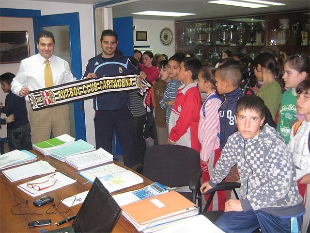 Tenis de mesa y fútbol de élite para los escolares de San Antonio Abad y Profesor Tierno Galván - 2, Foto 2