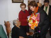 María Sanmartín, vecina de Santiago de la Ribera recibe el reconocimiento del Ayuntamiento con motivo de su 100 cumpleaños
