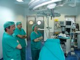Palacios inaugura un quirófano, un sistema robótico para el Laboratorio y una Resonancia de última generación en el Hospital de Cieza