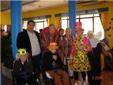 """Los usuarios y profesionales de la residencia para personas mayores """"La Purísima"""" de la localidad celebran una gran fiesta de carnaval"""