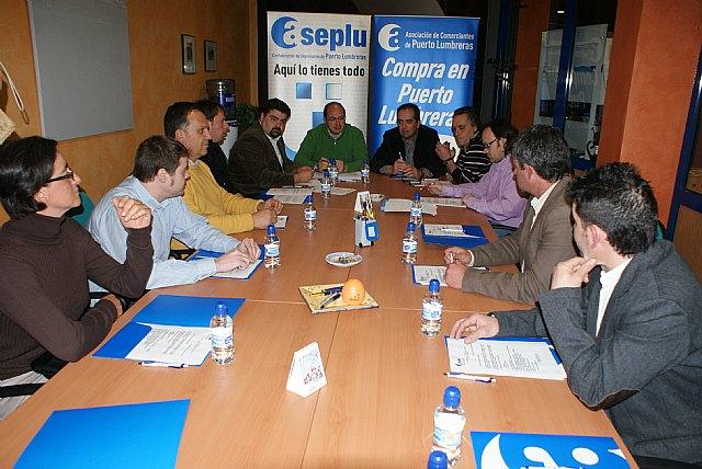 El alcalde de Puerto Lumbreras estudia los planes económicos del municipio con los empresarios de la localidad - 2, Foto 2