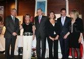 Valcárcel recibe el premio Solidaridad Institucional de la Asociación de Familiares de Enfermos de Alzheimer de la Región