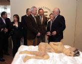 Valcárcel inaugura la exposición 'La Dermatología: Un viaje en el tiempo', que muestra los grandes avances de esta especialidad