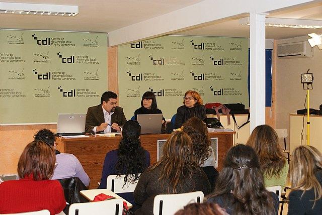 Más de una veintena de mujeres empresarias asisten a la presentación del programa Coaching Tecnológico en Puerto Lumbreras - 1, Foto 1