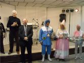 Los mayores de la localidad celebraron el Carnaval con baile y piñata
