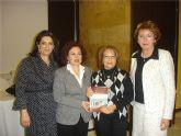 """La Asociación de Amas de Casa presenta el libro """"Las recetas de las amas de casa de San Javier"""", escrito por una de sus asociadas, Ana Florinda Barreiro"""
