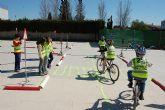 Los escolares se suben a sus bicis para aprender educación vial