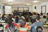 Los estudiantes centran su atenci�n en los 'Encuentros con profesionales'
