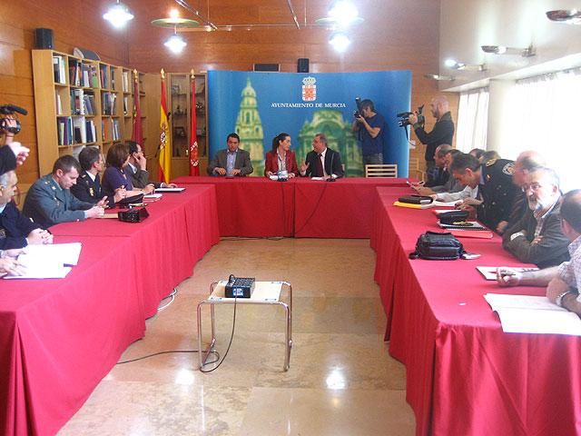 Los concejales Fuentes y Gómez se reúnen con los representantes de los distintos festejos para perfilar el dispositivo de seguridad - 1, Foto 1