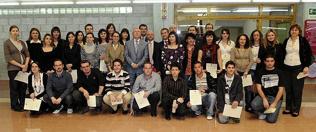 La Universidad de Murcia entregó las becas y contratos para la formación de personal investigador - 1, Foto 1
