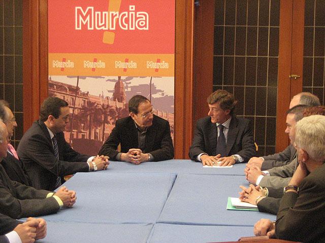 """El Alcalde ofrece el """"apoyo y estímulo"""" del Ayuntamiento hacia la empresa familiar - 1, Foto 1"""
