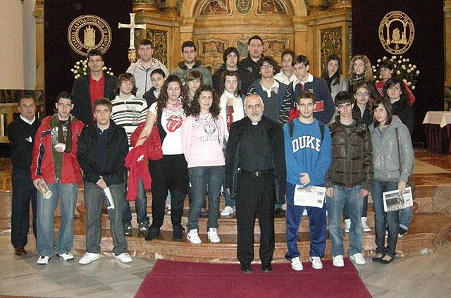 Un grupo de alumnos del Centro de Enseñanza Secundaria Secundaria Santa María de la Paz (Jesuitinas), de Murcia visita la UCAM - 1, Foto 1