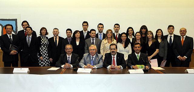 La Universidad de Murcia entregó los títulos del Máster Universitario en Odontología Integrada - 1, Foto 1