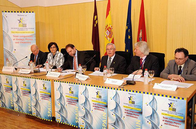 El rector Cobacho y y el consejero Sotoca inauguraron la Olimpiada Científica Europea - 1, Foto 1