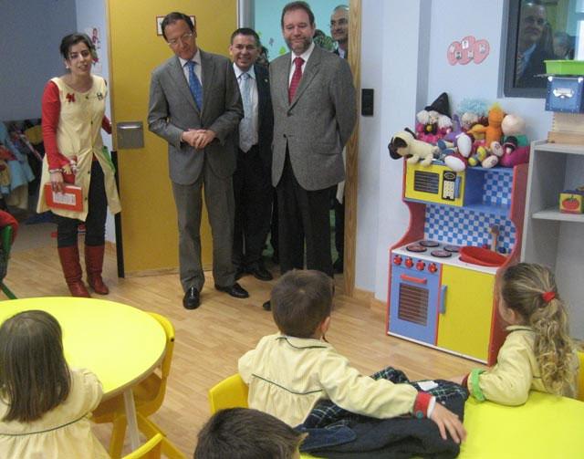 El Alcalde visita el colegio Mirasierra construido en el marco del plan municipal de fomento de centros educativos - 1, Foto 1