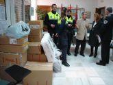 Cáritas recibe, de manos de los Policías Locales de Lorca, ropa de abrigo para las familias más necesitadas del municipio