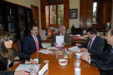 Francisco Jódar y Cobacho firman un convenio para impulsar la colaboración entre la UMU y el Consejo de Servicios Sociales para actividades socio-educativas