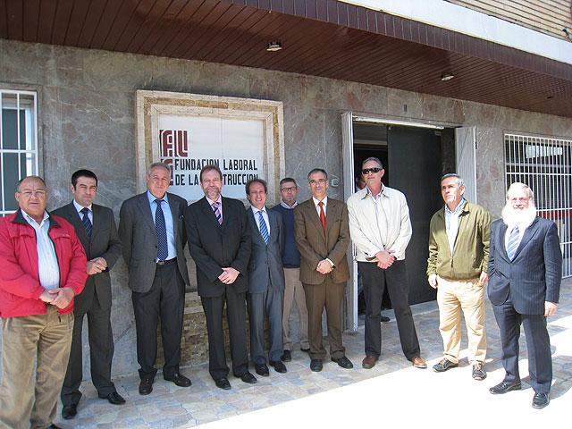 Visita del consejero Constantino Sotoca a las instalaciones de la Fundación Laboral de la Construcción, Foto 1