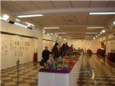 """Los usuarios y profesionales del SEDA realizan una visita a la exposici�n """"As� ven los niños la Semana Santa"""""""