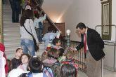 Los pequeños hacen su primera visita a las Casas Consistoriales