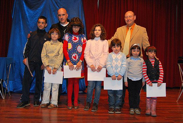 Durante la entrega de premios del IV Certamen de Pintura al aire libre para escolares se realizó un espectáculo de magia, Foto 1