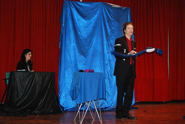 Durante la entrega de premios del IV Certamen de Pintura al aire libre para escolares se realizó un espectáculo de magia, Foto 2
