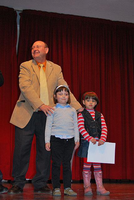 Durante la entrega de premios del IV Certamen de Pintura al aire libre para escolares se realizó un espectáculo de magia, Foto 4