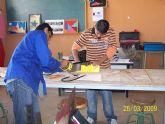 """La concejal de Educación visita las instalaciones del """"Aula Ocupacional"""" para conocer los trabajos realizados por los 15 alumnos"""