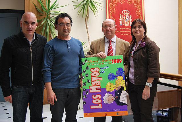 Fernando Torres, ganador del Concurso del Cartel de los Mayos 2009, Foto 1