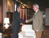 El presidente Valcárcel recibe al alcalde Beniel, Roberto García