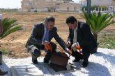 El delegado del Gobierno y el alcalde de San Pedro del Pinatar ponen la primera piedra de las obras del Parque Infantil de Tráfico y del Jardín Botánico