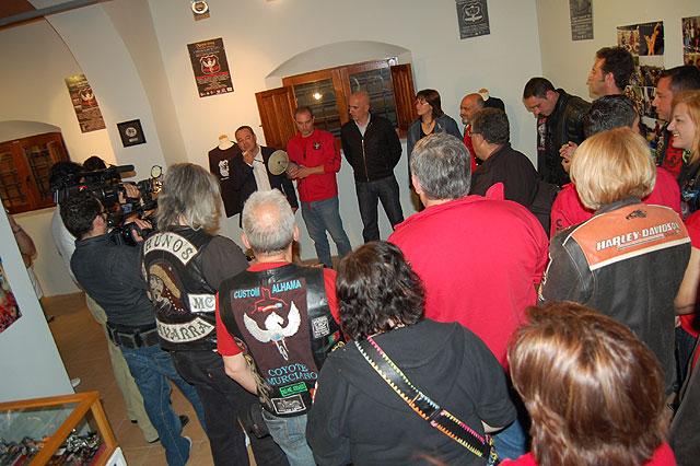 El Pósito acoge una exposición que conmemora los 20 años del Motoclub Custom Alhama, Foto 1