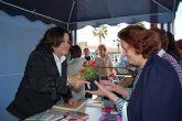 Libros y flores para celebrar el Día del Libro