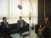 La Alcaldesa garantiza el apoyo del ayuntamiento al Defensor del Pueblo