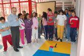 Los colegios públicos asisten a 'El juego literario de La Oca' organizado por la concejalía de Cultura.