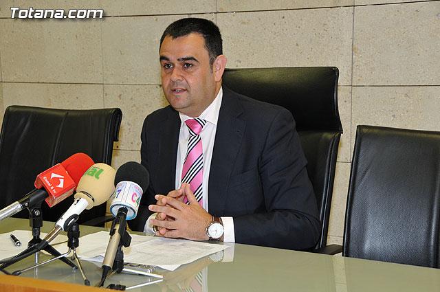 El alcalde anuncia que las obras del Fondo Estatal de Inversión Local, que han generado 1.143.000 euros más de mejoras, van a emplear a 522 personas - 1, Foto 1