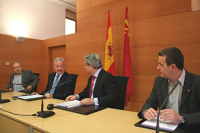 Los parados sin prestación comenzarán a percibir en junio una ayuda de 420 euros mensuales, Foto 1