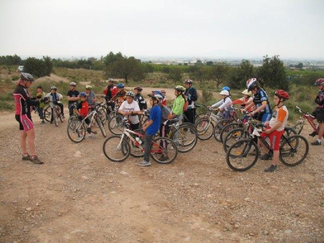 La jornada de la Escuela Deportiva Municipal de Ciclismo contó con la participación de más de una veintena de ciclistas, Foto 1