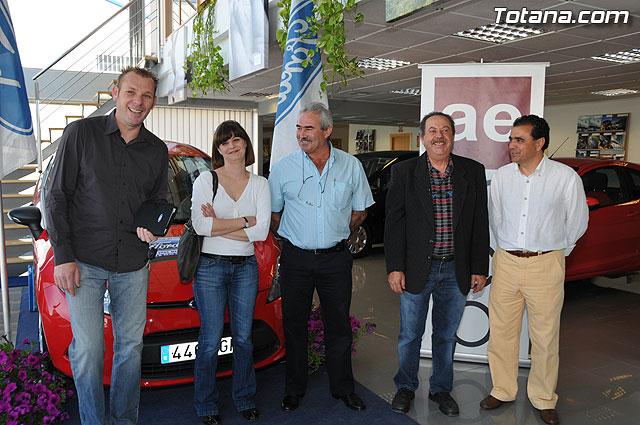 AEMCO hace entrega del coche sorteado en la I Feria de VPO, Foto 1