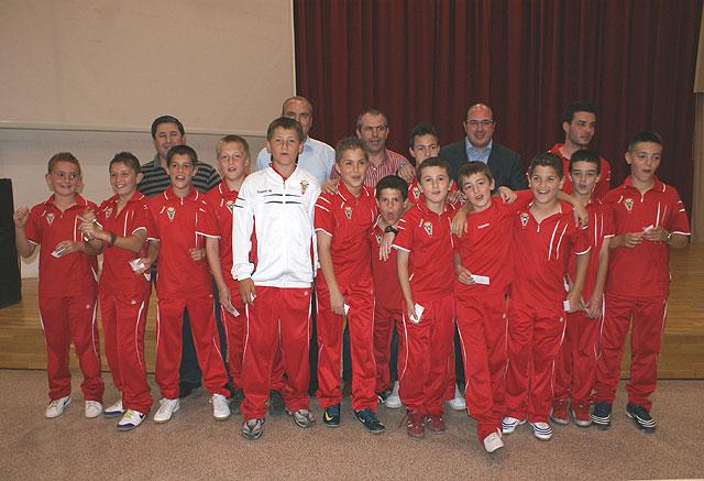 El Alcalde recibió al Club Deportivo Lumbreras tras su ascenso a Primera Regional - 1, Foto 1