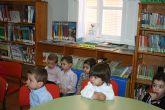 """Los alumnos de la Escuela Municipal Infantil """"Clara Campoamor"""" visitan la Biblioteca Municipal y disfrutan con un cuentacuentos"""