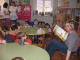 """Los alumnos de la Escuela Municipal Infantil """"Carmen Baró""""  visitan la biblioteca municipal y disfrutan con un cuentacuentos"""