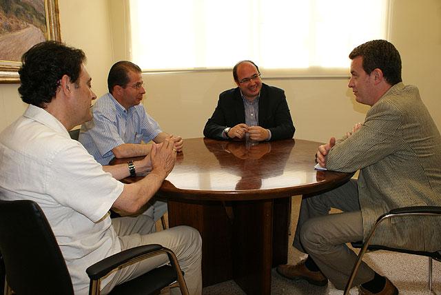 El Alcalde se reúne con el secretario general de Comisiones Obreras de la Región de Murcia - 2, Foto 2