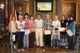 El Alcalde entrega los diplomas del curso de inform�tica II para  mujeres