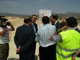 El delegado del Gobierno y el Alcalde de Fortuna visitan las obras del Fondo Estatal de Inversión Local para el acondicionamiento y urbanización de una parcela de Equipamientos Públicos