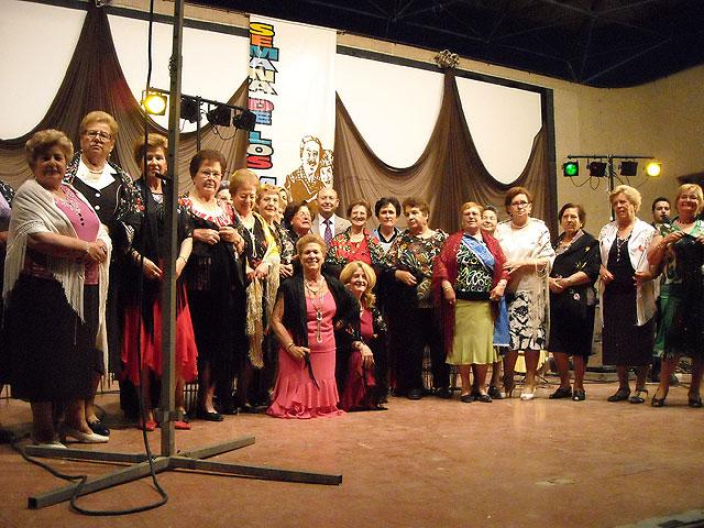 Los Mayores de la localidad disfrutaron con el inicio de la celebración de su semana, Foto 1